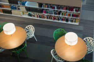 ②大阪いばらきキャンパスの図書館_M